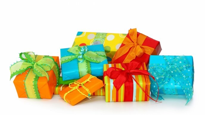 7943_many-colored-gifts-anniversary-time